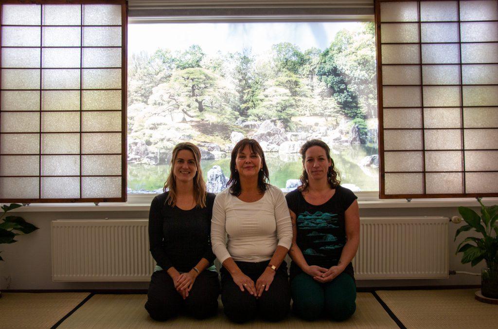 DO-IN docent Lydia van Rangelrooij met haar leraar Anushka Hofman in dojo Shimai